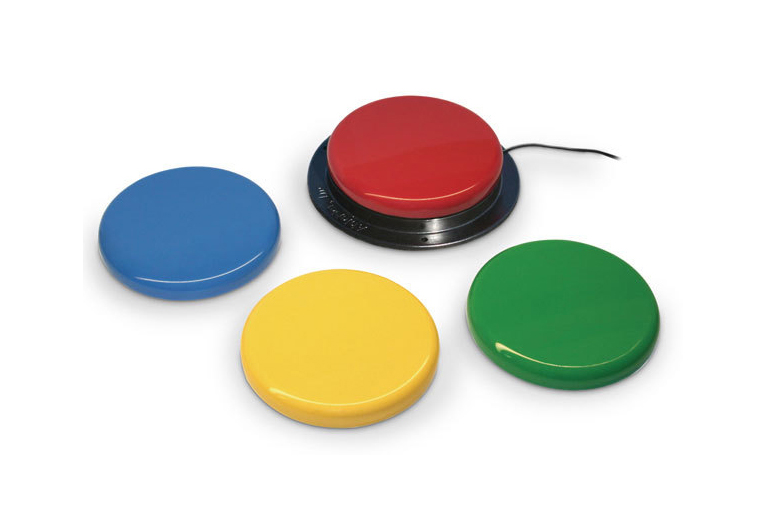 Fire ulike brytere til forskjellige formål, gul, grønn, rød og blå.